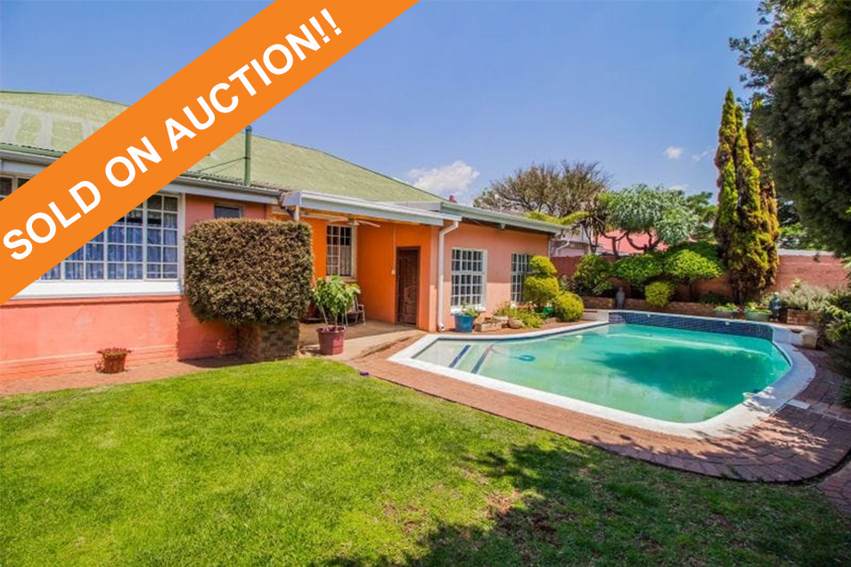 3 Bedroom house with cottage in Boksburg South!